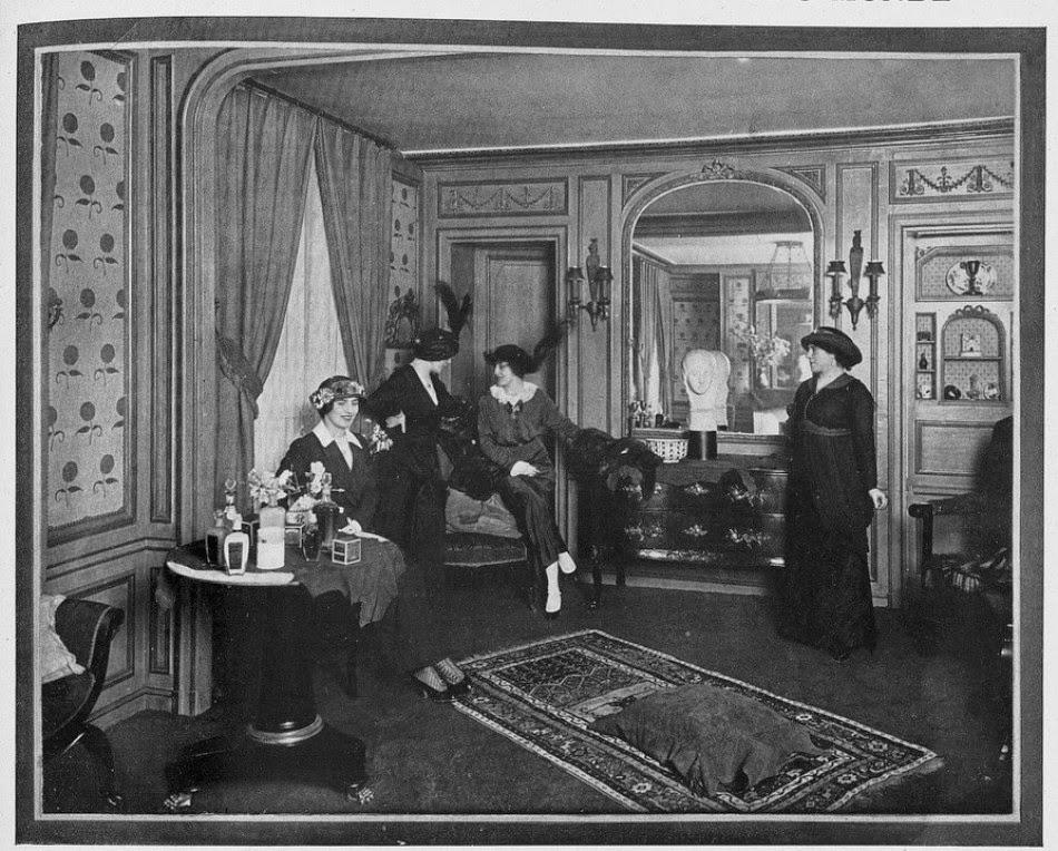 Salon Heleny Rubinstein w Paryżu 1913 rok. Źródło zdjęcia: Fortuny najbogatszych Polek. Helena Rubinstein.. Źródło zdjęcia: http://americanpast.blogspot.com/2014/07/the-beauty-of-miniature-helena.htm